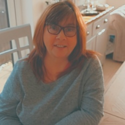 Yvonne (59)