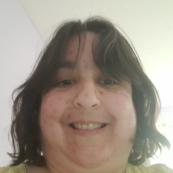 Justine is looking for singles for a date