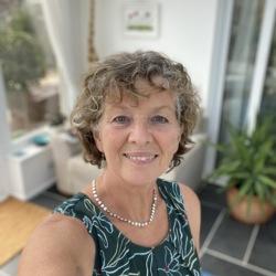 Corinne (62)