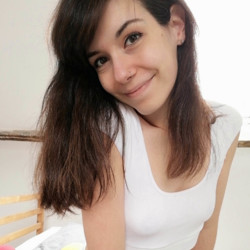 Ingaborg is looking for singles for a date