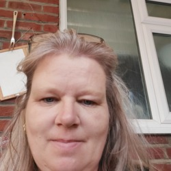 Shazza is looking for singles for a date
