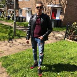 Olimpiu is looking for singles for a date