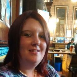 Linzi is looking for singles for a date