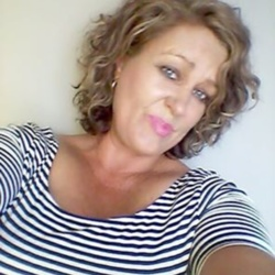 Melanie is looking for singles for a date