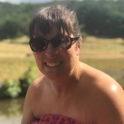 Gayle is looking for singles for a date