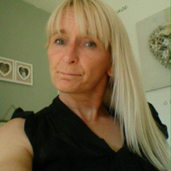 Shona is looking for singles for a date