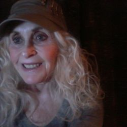 Jeanie is looking for singles for a date