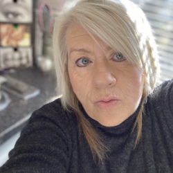 Rhona is looking for singles for a date