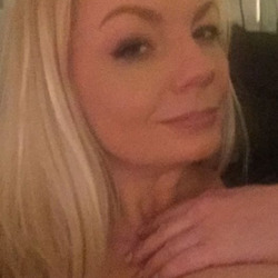 Yyjane is looking for singles for a date