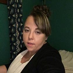 Vicki (26)