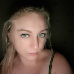 Ali is looking for singles for a date