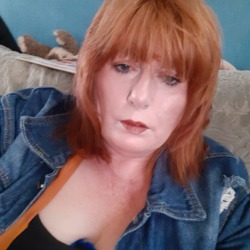 Elaine is looking for singles for a date