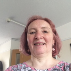 Christinem is looking for singles for a date
