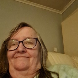 Caroline is looking for singles for a date