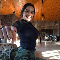 Joycelyn is looking for singles for a date