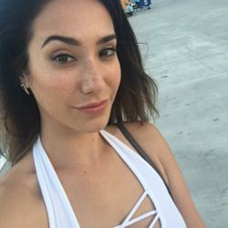 Liala is looking for singles for a date