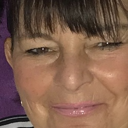 Jeanette is looking for singles for a date