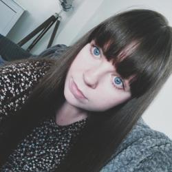Simone (28)