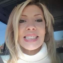 Andrea (48)