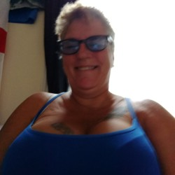 Nikkie is looking for singles for a date