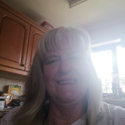 Larraine is looking for singles for a date